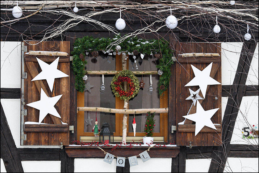 Alsace photobruxelles for Decoration fenetre noel alsace